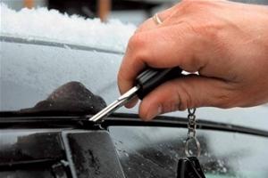 Как открыть замерзший замок машины